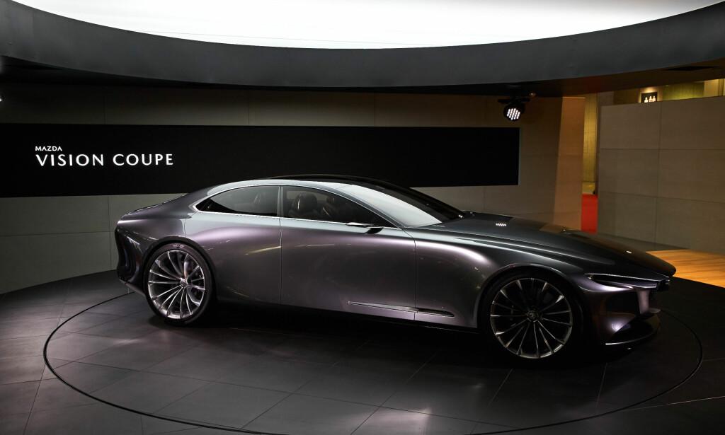 SLÅENDE: Med grunnlag i dagens designfilosofi, har Mazda villet ta formgivningen videre til en ny eleganse, med forenklede, renere former. Døm selv om de har lykkes, med sin Vision Coupé (bildet). Foto: Newspress
