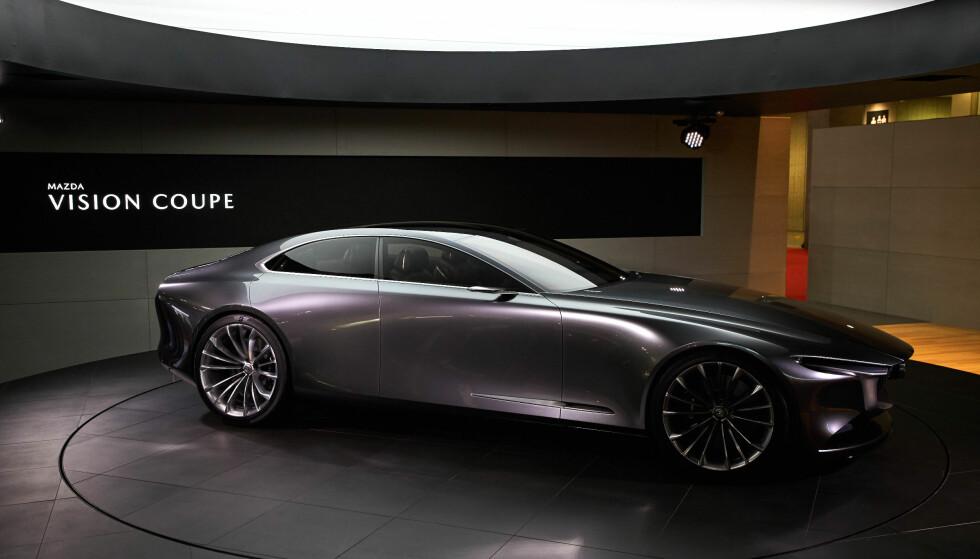 <strong>SLÅENDE:</strong> Med grunnlag i dagens designfilosofi, har Mazda villet ta formgivningen videre til en ny eleganse, med forenklede, renere former. Døm selv om de har lykkes, med sin Vision Coupé (bildet). Foto: Newspress