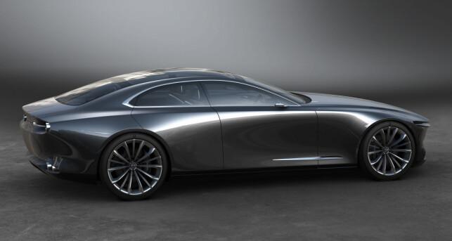 LINJEDYNAMIKK: Med sine rene linjer og gjennomgående, markerte linje fra frontlykt til baklykt, og en bakoverlent kupéfasong, minner Visoin Coupé ikke så rent lite om en strukket Aston Martin. Foto: Mazda