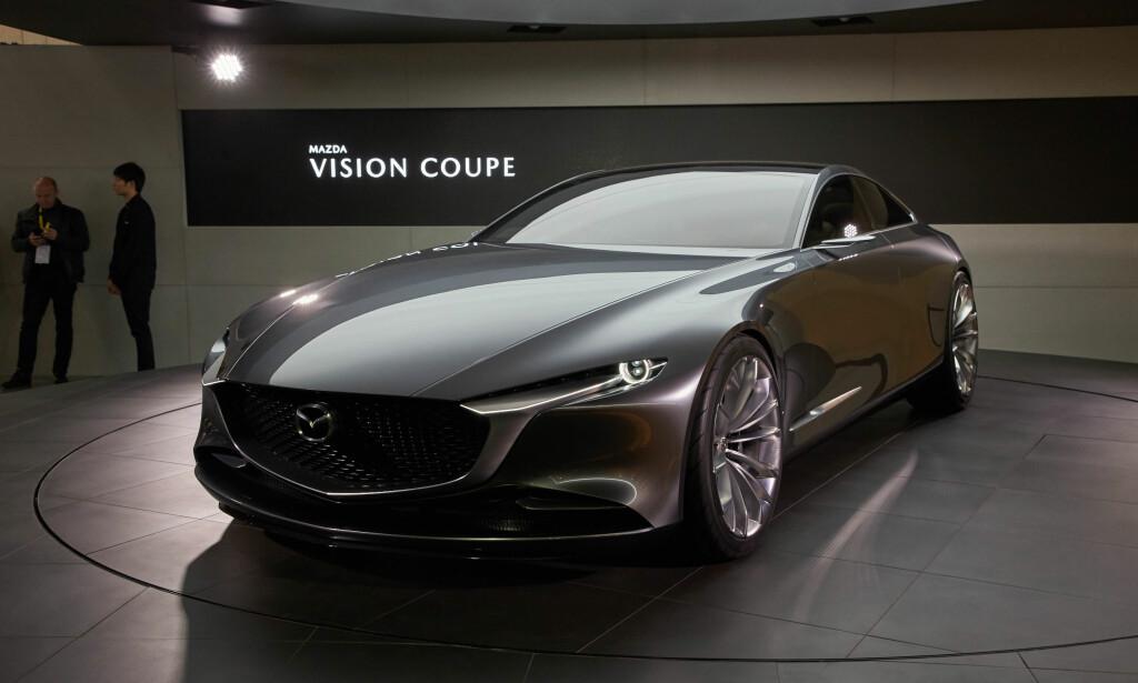 RENE LINJER: Det er helt klart en konseptbil, med sine lett overdrevne proporsjoner og enorme felger, men den gir en god idé om hvordan neste generasjon Mazda-modeller vil se ut. Foto: Newspress