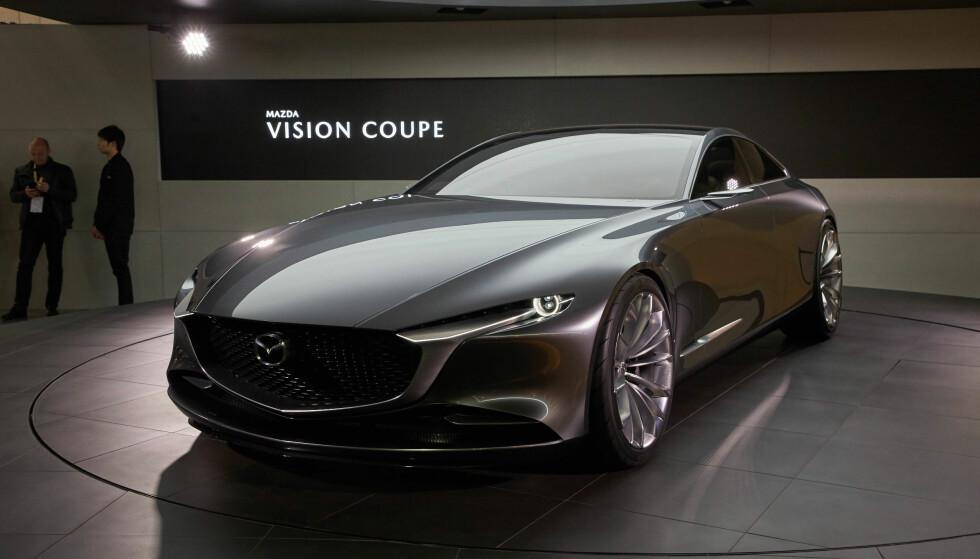 <strong>RENE LINJER:</strong> Det er helt klart en konseptbil, med sine lett overdrevne proporsjoner og enorme felger, men den gir en god idé om hvordan neste generasjon Mazda-modeller vil se ut. Foto: Newspress