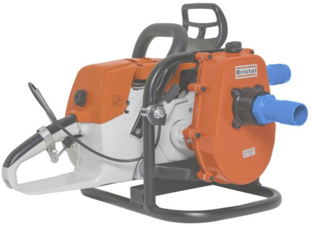 PUMPE: En skikkelig pumpe er godt å ha i bakhånd når det bøtter ned. Foto: Produsenten