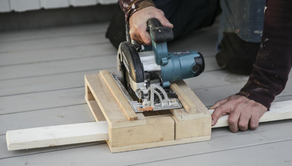 EENKELT: Med batterisag og denne smarte boksen kapper du helt rett hver gang. Foto. Øivind Lie