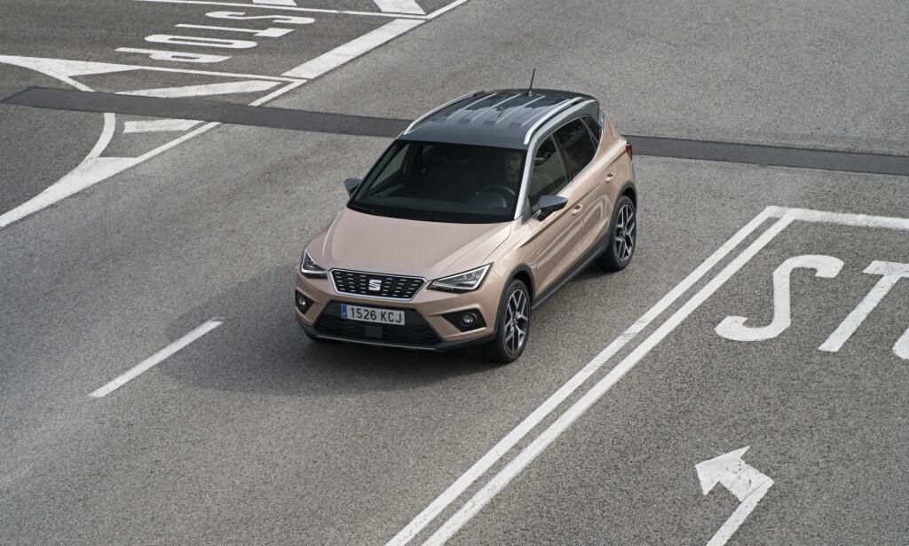 EGEN STIL: Fronten på Arona er som et ekko av designen til de øvrige Seat-modellene av nyeste generasjon. Foto: Seat