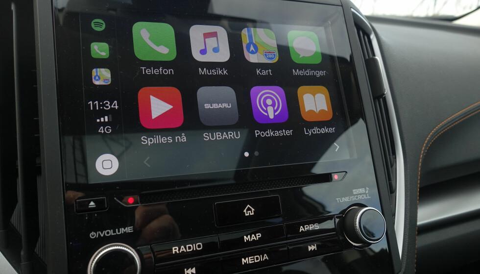 8-tommer: Vegg til vegg glassplate og Apple CarPlay gir gode muligheter. Brukervennligheten på systemet generelt er enkelt å forholde seg til. Foto: Rune M. Nesheim