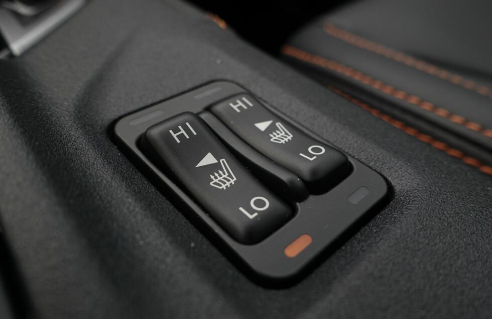VIPPEBRYTERE: Det kan virke som om Subaru har kjøpt inn et lager av disse bryterne. De virker ikke helt moderne i 2017, men gjør nytta. Foto: Rune M. Nesheim