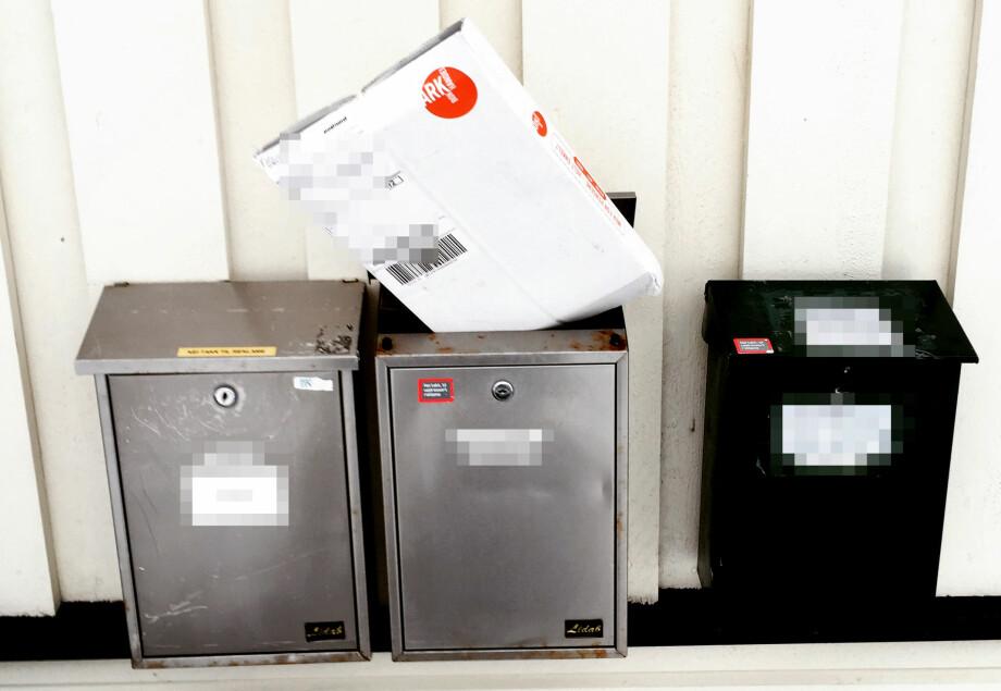 POSTNORD-PAKKER I POSTKASSER: Her har en pakke fra Ark havnet oppå en postkasse. Bildet kommer fra en Dinside-leser, og vi kan vise hvordan flere andre også opplever slike pakkeleveringer. Foto: Tipser