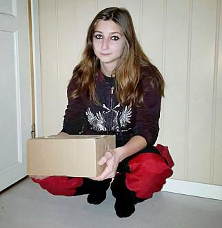 MISFORNØYD: Irlin Hornstuen liker ikke at pakkene hennes ligger helt åpent på postkassa hennes. Hun skal ha opplevd dette flere ganger. Foto: Privat