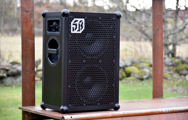 STOR: Soundboks måler 66 centimeter i høyden og veier 15 kilo. Foto: Pål Joakim Pollen
