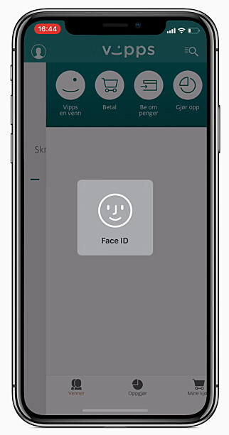 VIPPS MED FACE ID: Her logger en DNB-ansatt seg inn i Vipps med Face ID på iPhone X. Foto: DNB