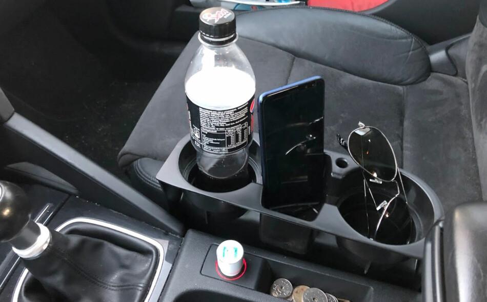SMART KOPPHOLDER: Her får du plass til både både flaska, mobilen og solbrillene. Foto: Bjørn Eirik Loftås