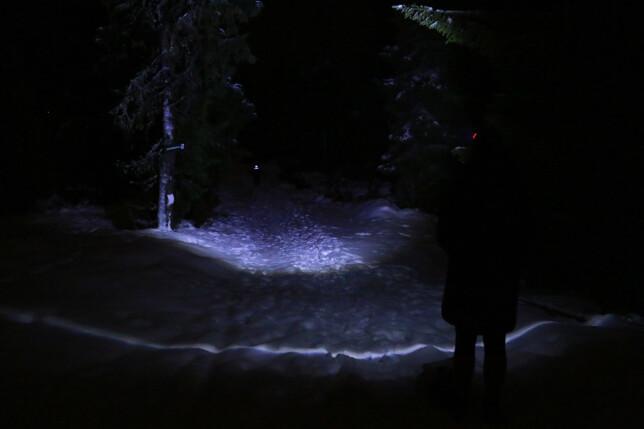 LED LENSER SEO5: Slik lyser den med bred stråle. Foto: Ole Petter Baugerød Stokke