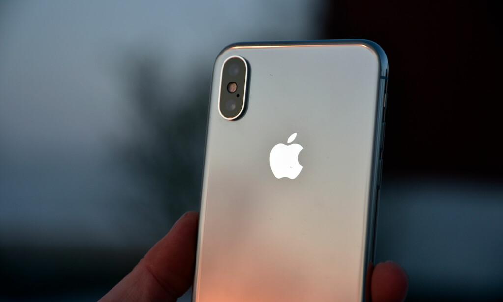 KNALLTELEFON: iPhone X er den dyreste telefonen i det norske markedet, men også en av de aller beste. Foto: Pål Joakim Pollen