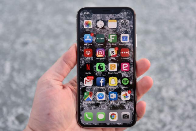 MYE SKJERM: iPhone X har vesentlig tynnere skjermkanter enn tidligere modeller fra Apple. Foto: Pål Joakim Pollen
