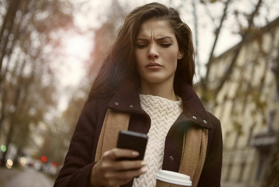 KAN BLI DYRT: Alt som ikke inkluderes i månedsprisen kan føre til høyere mobilregninger. Forbrukerombudet vil at norske mobiloperatører blir flinkere til å fortelle deg hvordan. Foto: Shutterstock / NTB Scanpix