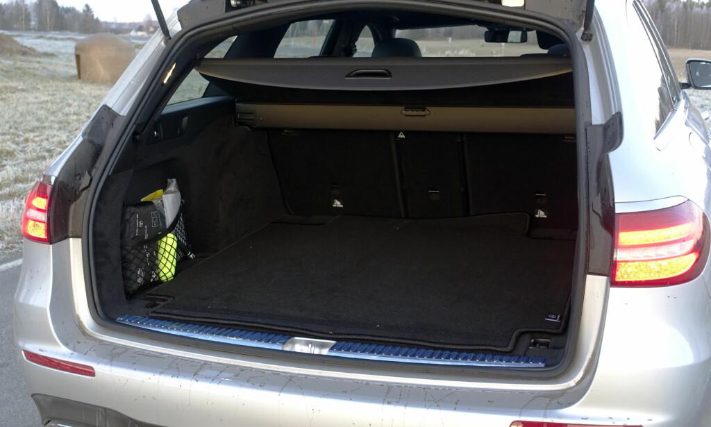ROMSLIG: Få SUVer tilbyr samme størrelse på bagasjerommet. Bakseteryggen felles 40/20/40. Foto: Rune M. Nesheim