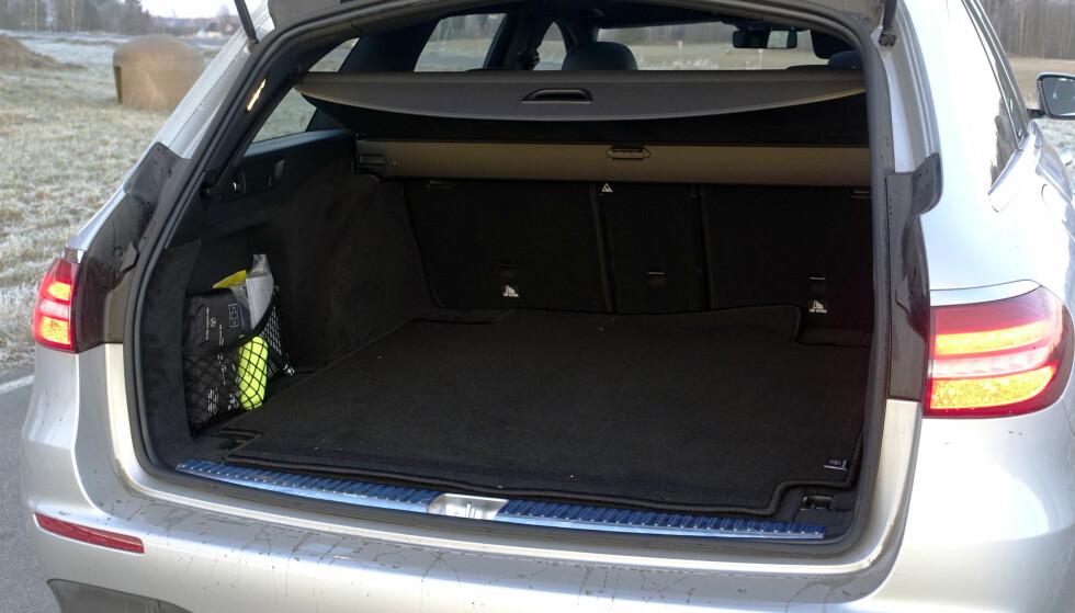 <strong>ROMSLIG:</strong> Få SUVer tilbyr samme størrelse på bagasjerommet. Bakseteryggen felles 40/20/40. Foto: Rune M. Nesheim
