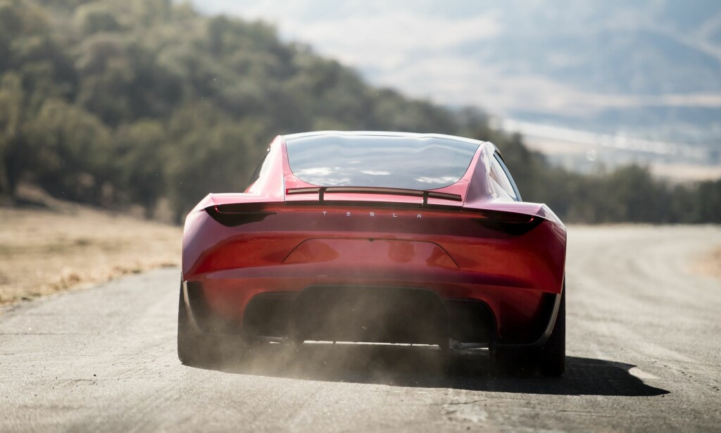 SKIFTET BEITE: Bildesigneren Ian Kettle har byttet ut Volvo og XC40 til fordel for Tesla og Roadster (bildet) og Model Y. Foto: Tesla