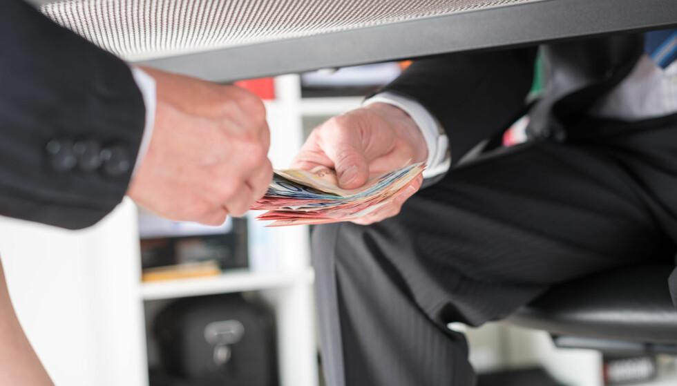 DINE, MINE, VÅRE PENGER: Sparepengene dine lånes ut til privatpersoner og bedrifter, og det er banken som bestemmer hvem som får lån. Når det gjelder pengene du setter i fond, kan banken investere disse fritt, men du kan legge føringer. Foto: Shutterstock/NTB Scanpix.