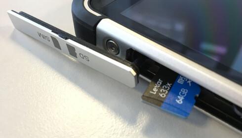 MINNEKORT: Om telefonen din støtter micro SD-kort, kan det være en billig oppgradering av lagringsplassen. Foto: Bjørn Eirik Loftås