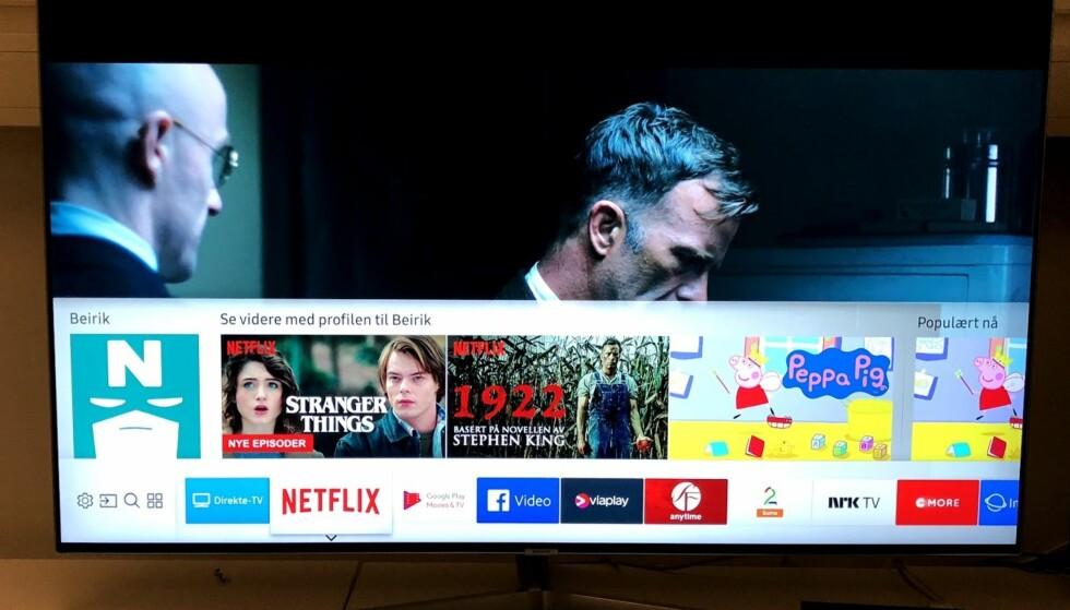 MENY SAMSUNG: Lineær TV og apper ligger på en linje nederst på skjermen. Like over ser forhåndsvisning av innhold fra hver av dem. Markerer vi for eksempel Netflix-appen, kommer de siste filmene og seriene vi har sett på opp i forhåndsvisningen, slik at de kan velges direkte. Foto: Bjørn Eirik Loftås