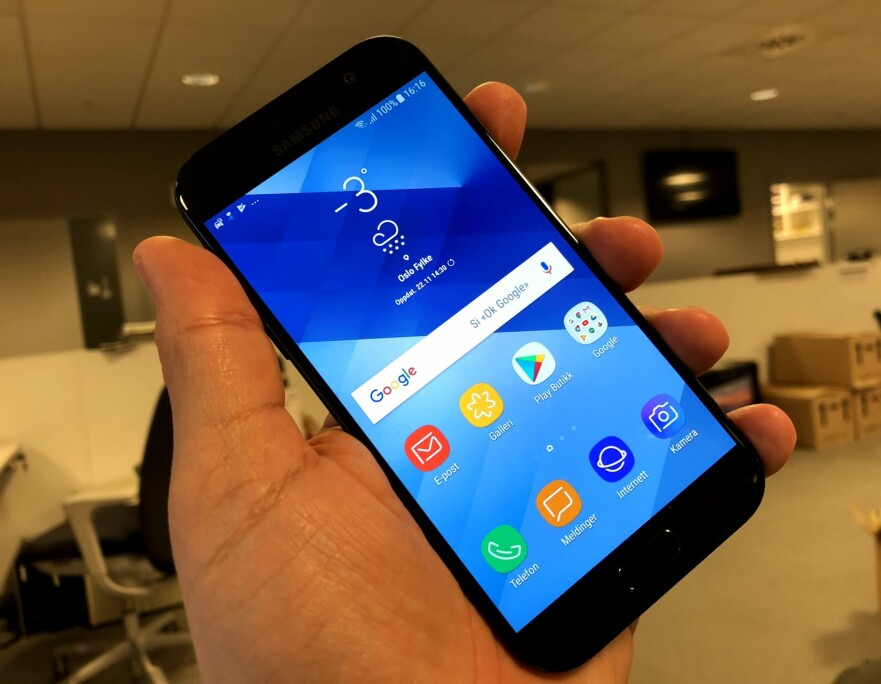 MYE FOR PENGENE: For litt over 3.000 kroner kan du få en god Samsung som blant annet imponerer oss med meget klar talekvalitet. Foto: Bjørn Eirik Loftås