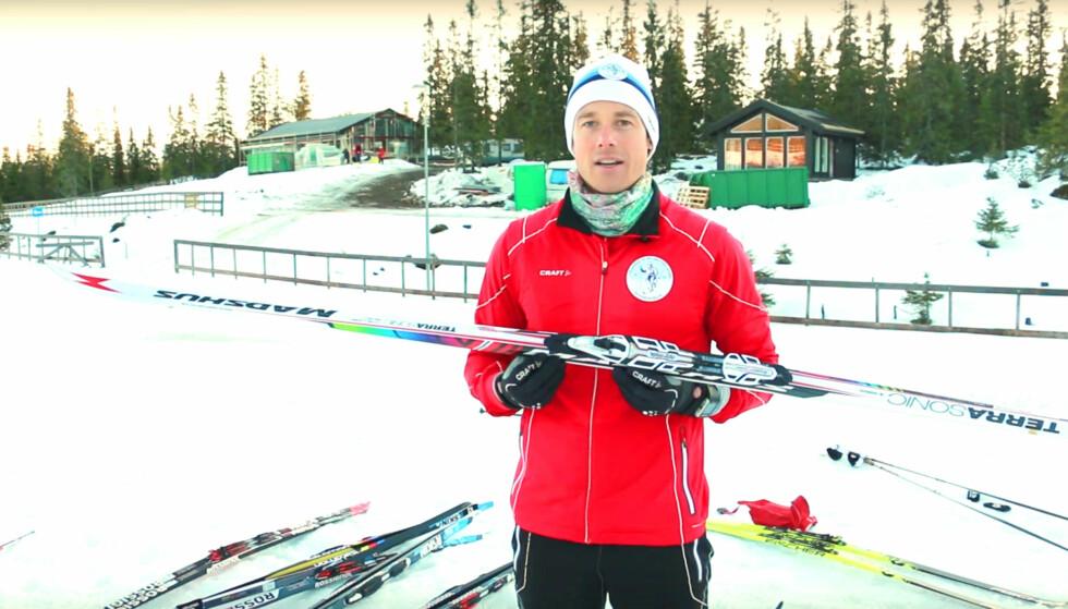 KJØPE SKI? Lars Amund Toftegaard, leder for Holmenkollmarsjen i Skiforeningen, forteller deg hva du må vite når du skal kjøpe ski i videoen nedenfor. Foto: Ole Petter Baugerød Stokke