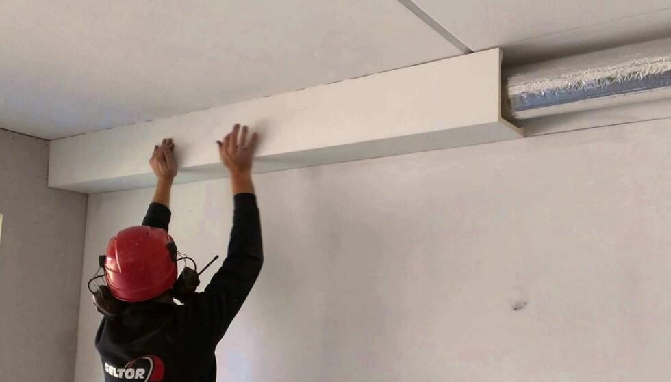 <strong>ÅPENT:</strong> Rør i inkassinger under tak eller langs vegg ser kanskje ikke så pent ut, men er lettere å hanskes med dersom noe skulle oppstå. Foto: Deco Systems AS