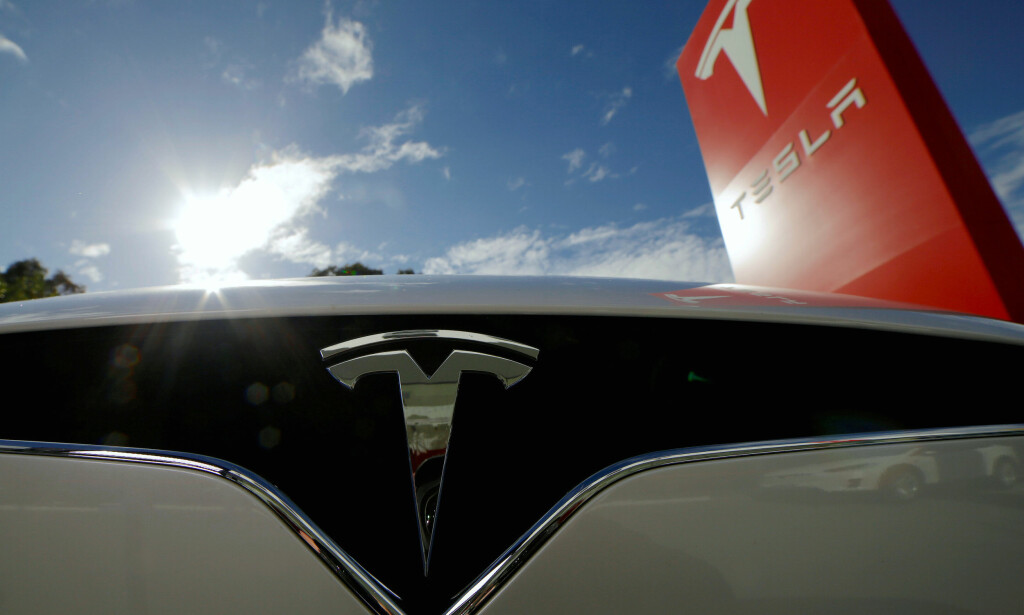MODEL 3 FÅR ANBEFALNING: Etter at Tesla oppgraderte Model 3 trådløst, har bremsene blitt mye bedre. Dermed anbefaler Consumer Reports likevel bilen til sine lesere. Foto: REUTERS/Jason Reed/File photo