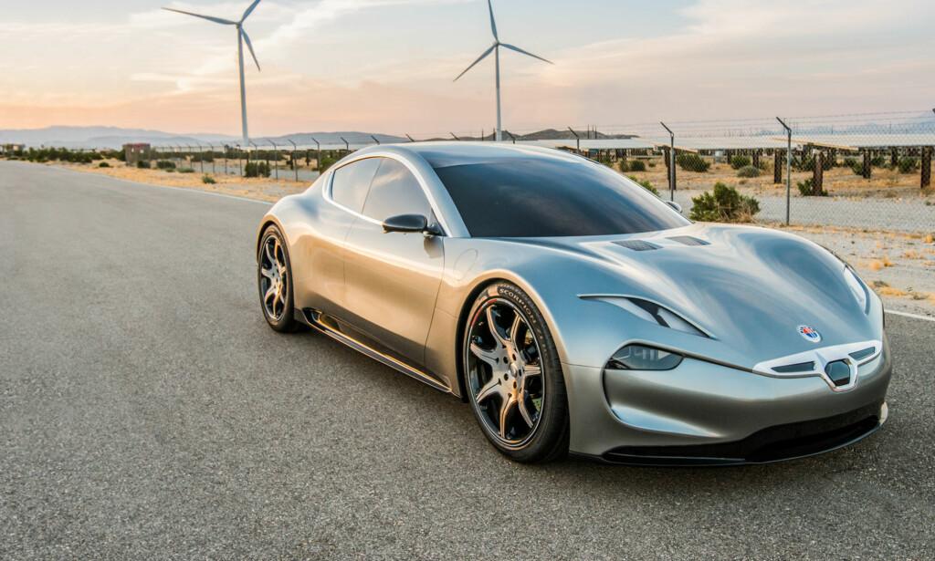 SEDAN: Til tross for sportskupé-profilen dreier det seg egentlig om en fireseters sedan - men Fiskers bortimot umiskjennelige designstil maskerer det veldig godt. Foto: Fisker
