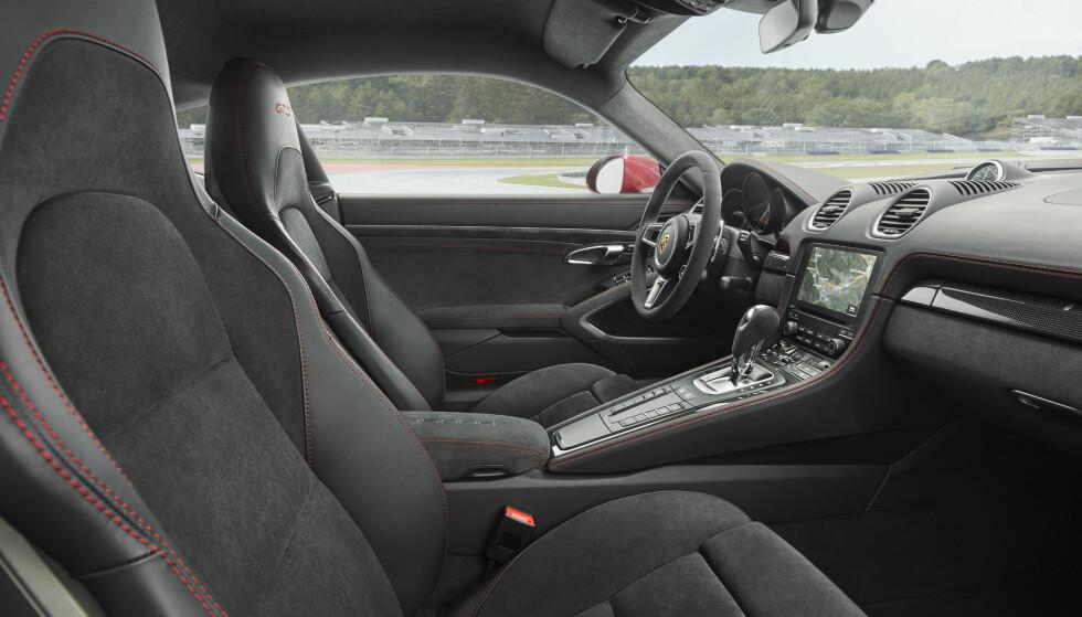 <strong>STANDARD:</strong> Dette er standardstilen. Du kan bestille de ekstra harde racingstolene dersom bilen skal kjøres hardt. Foto: Porsche