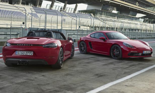 <strong>MED OG UTEN:</strong> Det er smaken som avgjør, for begge er blitt flotte biler. GTS utmerker seg med ny front, sorte lamper og felger, 10 mm senk, større bremser og mengder med Alcantara i interiøret. Foto: Porsche.