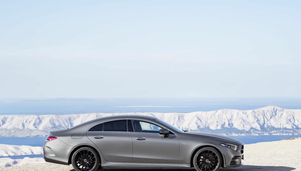 TREDJE GENERASJON: Mercedes-Benz fornyer konseptet kupé-lignende luksussedan og smeller til med en flunkende ny CLS, basert på dagens E-klasse. Foto: Daimler