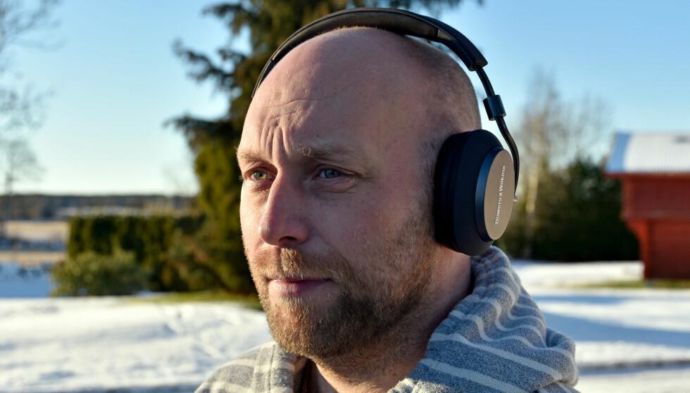 <strong>KNALLGOD LYD:</strong> PX fra britiske Bowers &amp; Wilkins byr på fremragende lydkvalitet, i hvert fall når du ikke har aktivert støydemping. Foto: Pål Joakim Pollen