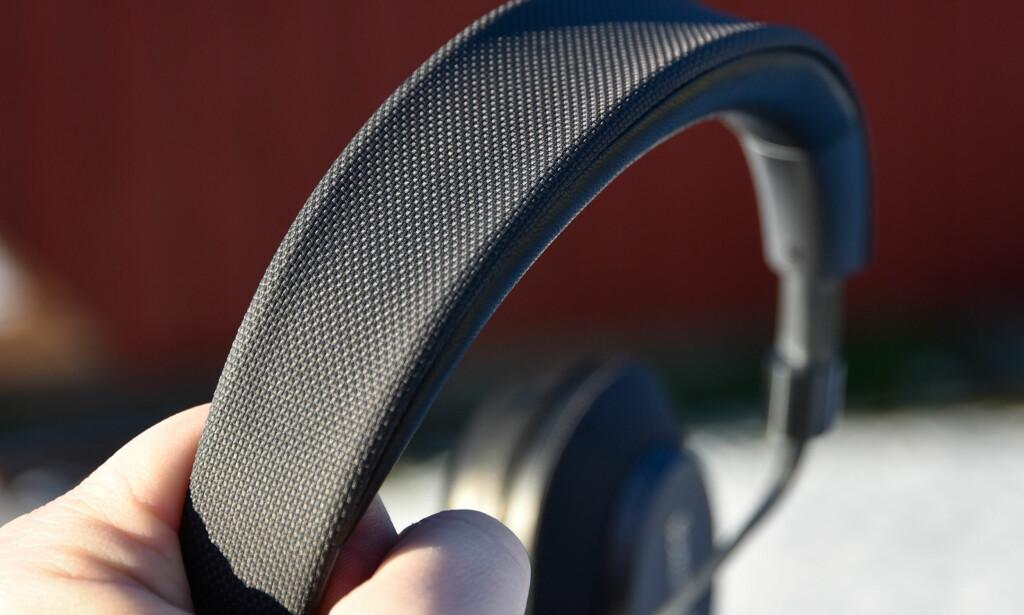 SLITESTERKT: Bøylen og klokkene har såkalt «ballistic nylon» på utsiden. Foto: Pål Joakim Pollen