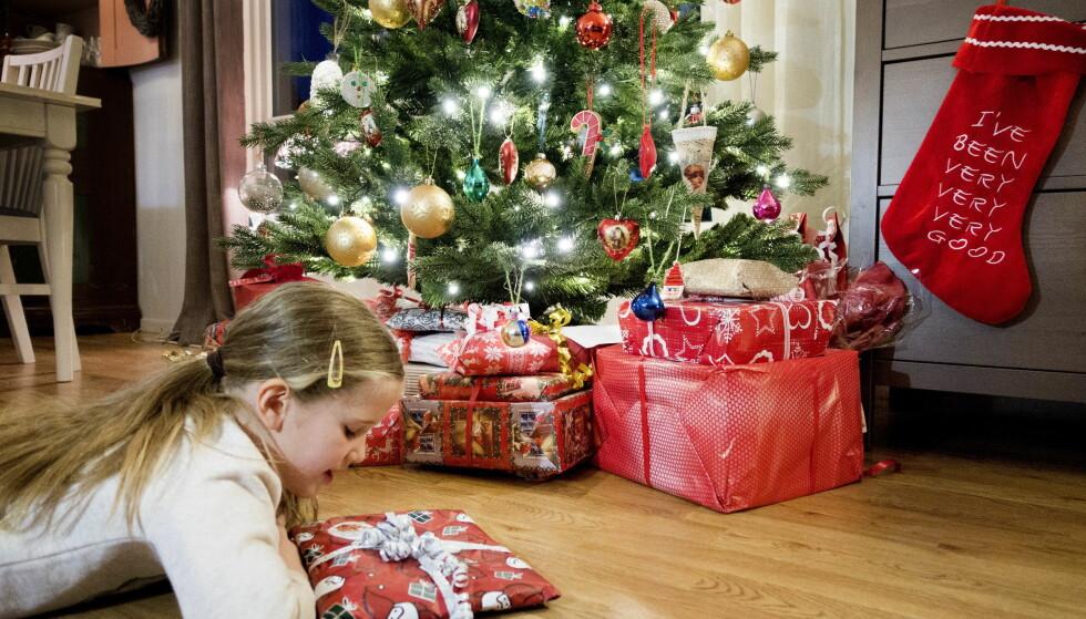 PAKKENE SKAL FREM: Pass på å sende julepakkene i tide, slik at dine kjære får åpne dem på julaften. Foto: Gorm Kallestad/NTB scanpix.