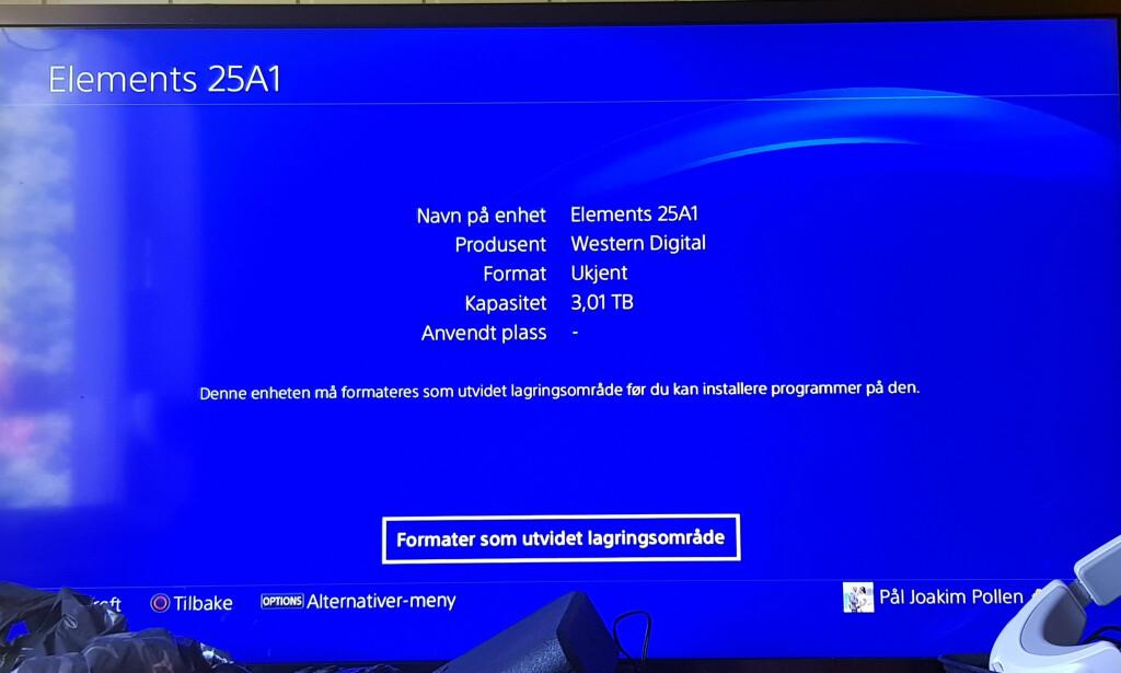 RETT FREM: Både Microsoft og Sony har gjort det enkelt å koble til en ekstern disk og putte spill på den. Her formaterer vi en ekstern disk til bruk på PlayStation 4. Foto: Pål Joakim Pollen
