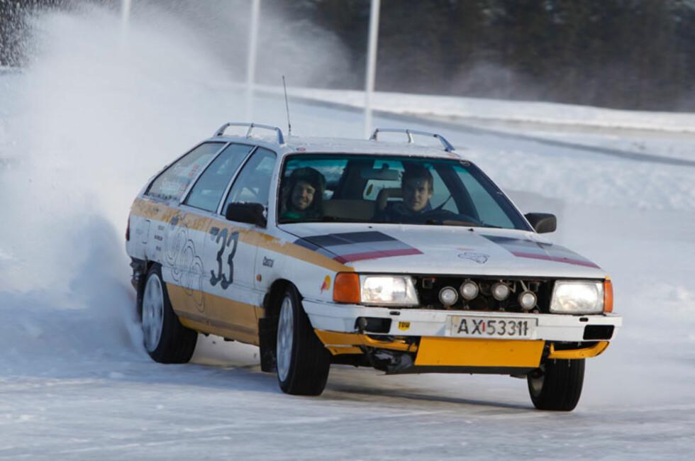 Spektakulær kjøring på grensen for både bilen og sjåførens egenskaper, er hverdagskost på Autofil Vintershow. Foto: Autofil