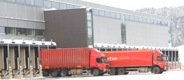 <strong>EFFEKTIVT:</strong> Posten har bygd opp et system der det maksimalt skal ta fire dager før pakkene kommer fram til selv de mest avsidesliggende stedene i landet. Foto: Morten Holm/Scanpix NTB