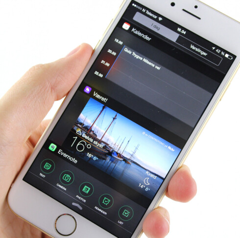 <strong><b>WIDGETS:</strong></b> iOS 8 har også fått støtte for widgets, men de er kun tilgjengelige fra varslingssenteret. Foto: KIRSTI ØSTVANG