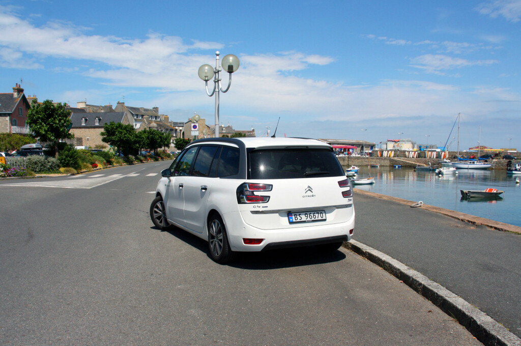 """<b>I OPPHAVSLANDET:</b> Citroën trivdes visst med besøket i """"hjemlandet"""" (her i Roscoff i Bretagne), og det gjorde passasjerene også. Foto: KNUT MOBERG"""