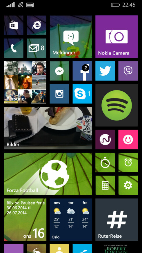 FLERE FLISER: Med Windows Phone 8.1 er det mulig å ha enda flere fliser på startskjermen. Før var det bare to mellomstore, mens nå er det tre. Eller seks små. Det kommer godt med! Foto: KIRSTI ØSTVANG