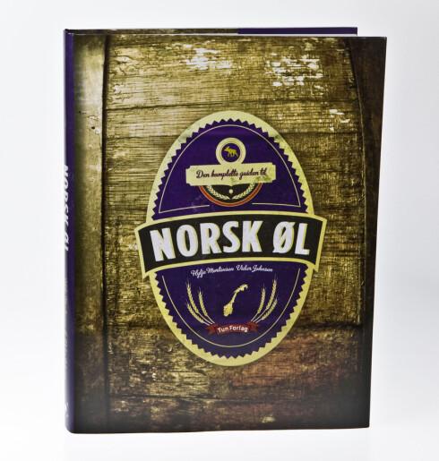 To av dommerne har nylig skrevet en komplett guide til norske bryggerier og øl. Foto: Per Ervland