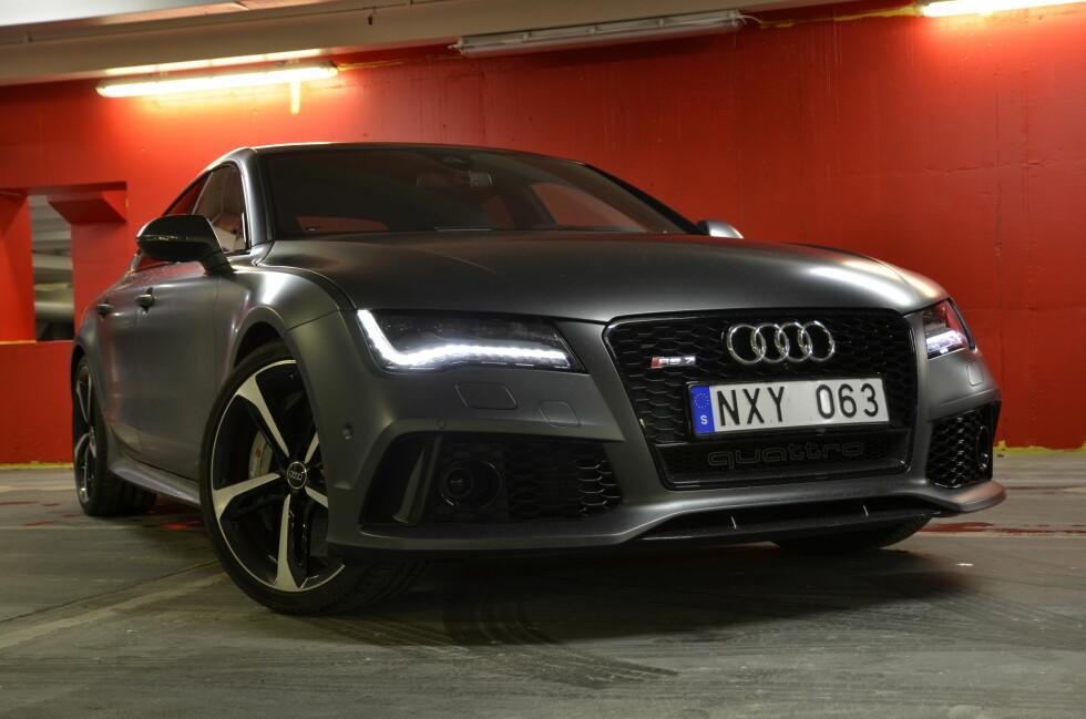 VULGÆR: Audi RS7 er brutal og vulgær. Den ellers elegante A7 har blitt omgjort til et 2,5 millioner kroners beist.  Foto: STEIN INGE STØLEN
