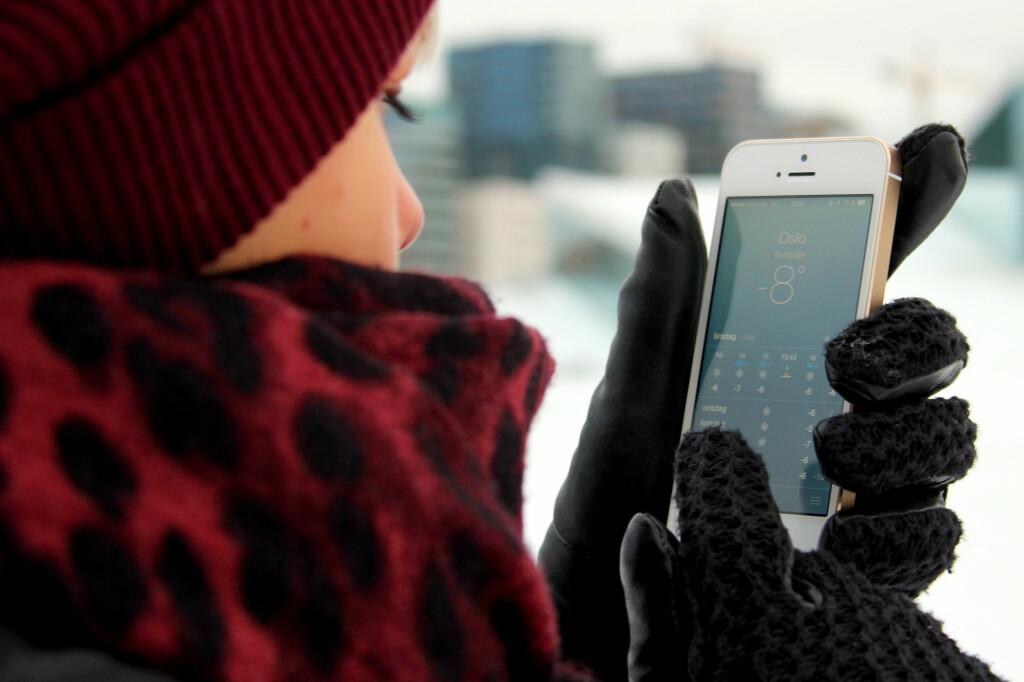 <b>ER DETTE GREIT?</b> Å bruke mobilen i -8 kan gå helt fint, men produsentene ser helst at du ikke gjør det. Foto: OLE PETTER BAUGERØD STOKKE