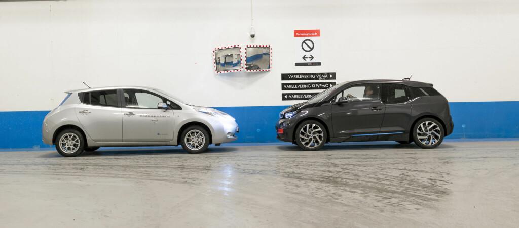 <B>ANSIKT TIL ANSIKT:</B> Veteranen Nissan Leaf (til venstre) i duell med nykomlingen BMW i3. Foto: JAMIESON POTHECARY