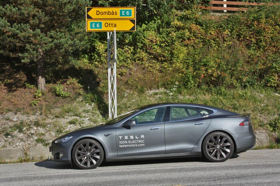 På vei fra superladerstasjonen på Lillehammer til superladerstasjonen på Dombås. Tesla Model S P85 er god for reale langturer - i det minste i Sør-Norge. Foto: Knut Moberg