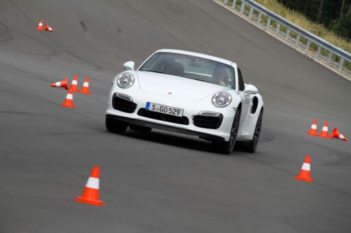 Porsche 911 Turbo S: 0-100 km/t på 3,1 sekunder for 2,5 millioner kroner.  Foto: Fred Magne Skillebæk
