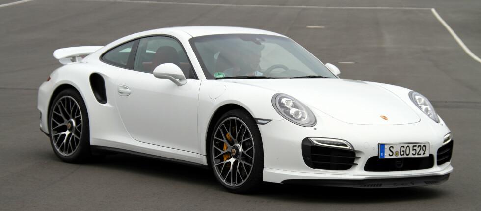 TIL HVERDAG OG TIL FEST: Det er faktisk mulig å bruke denne særdeles spreke Porschen som hverdagsbil, ifølge vår journalist, men det er nok kanskje ikke der gleden er størst.