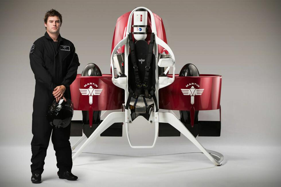 TESTPILOT: James Bowker foran det som kan bli den første vellykkede satsningen på et kommersielt salg av jetpacks.  Foto: martinjetpack.com